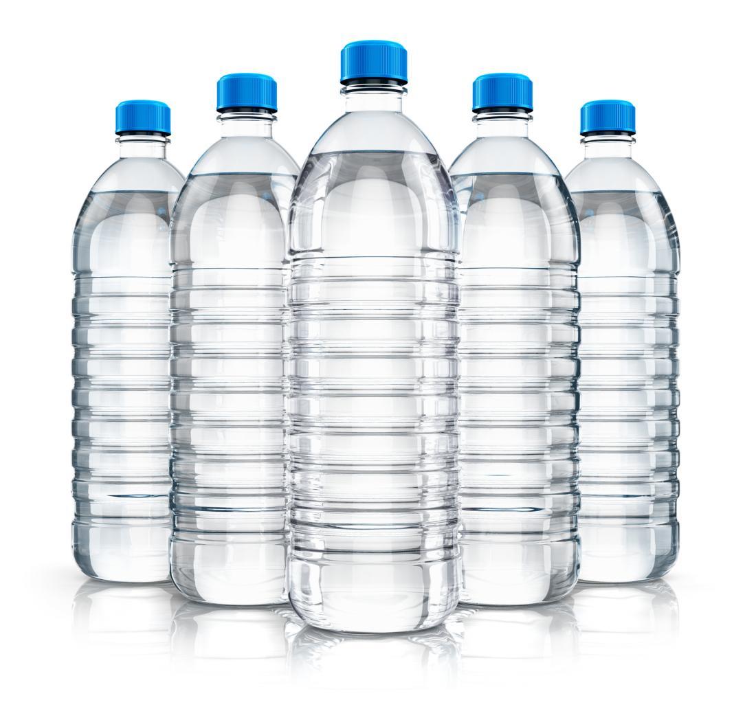 Cinq bouteilles d'eau