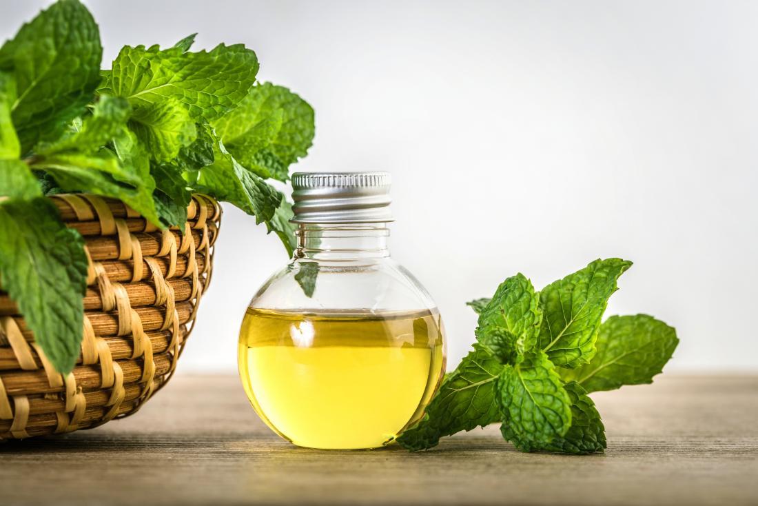 Menthol huile essentielle de menthe poivrée.