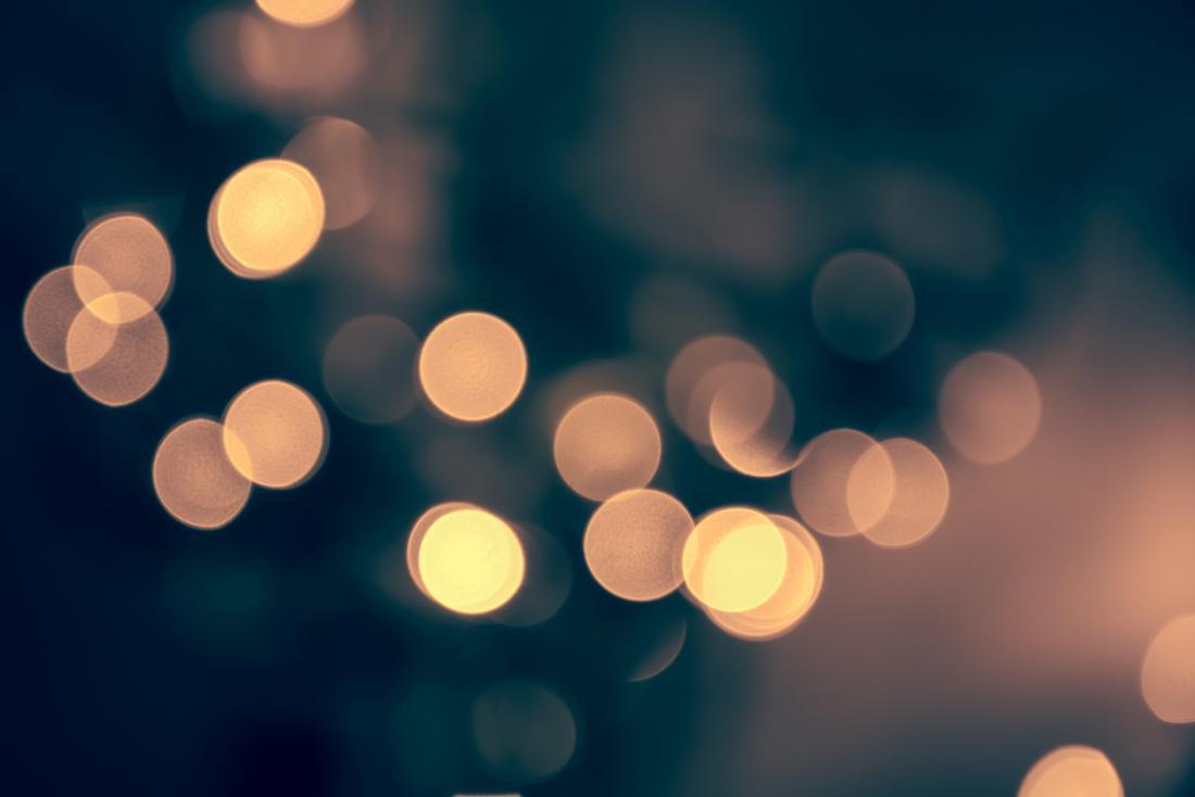 imagem borrada com círculos luminosos