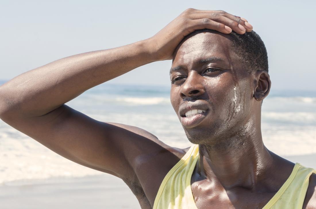homem suando após o exercício