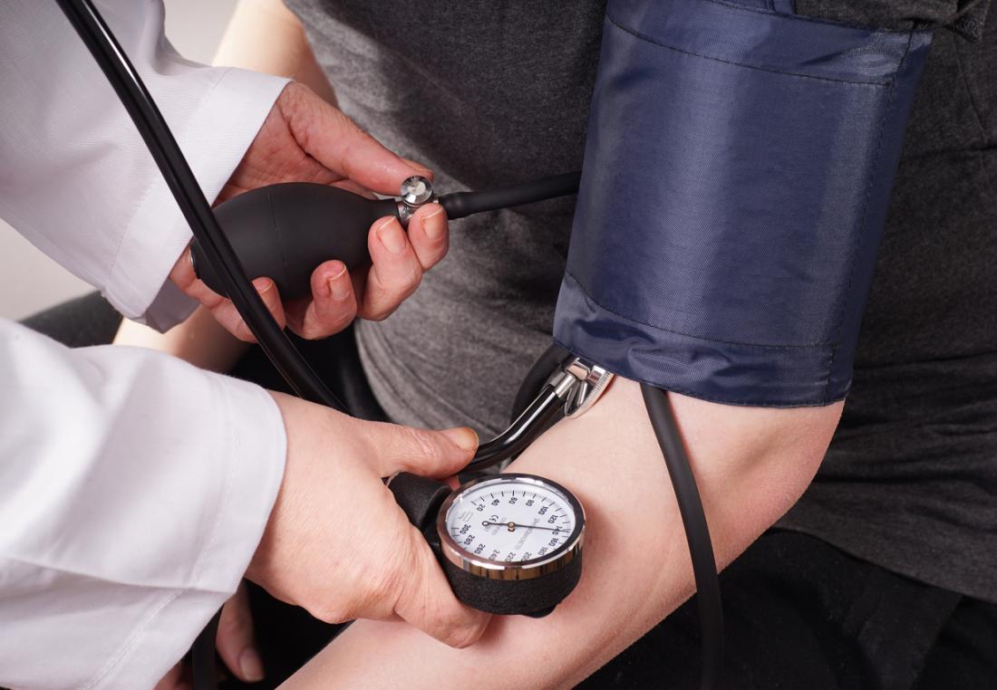 Blutdruck wird genommen