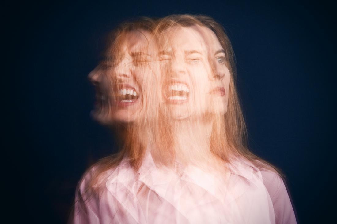 Биполярното разстройство се характеризира с редуващи се епизоди на мания и депресия.