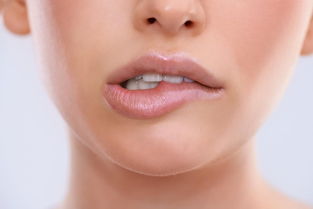 beißende Lippen