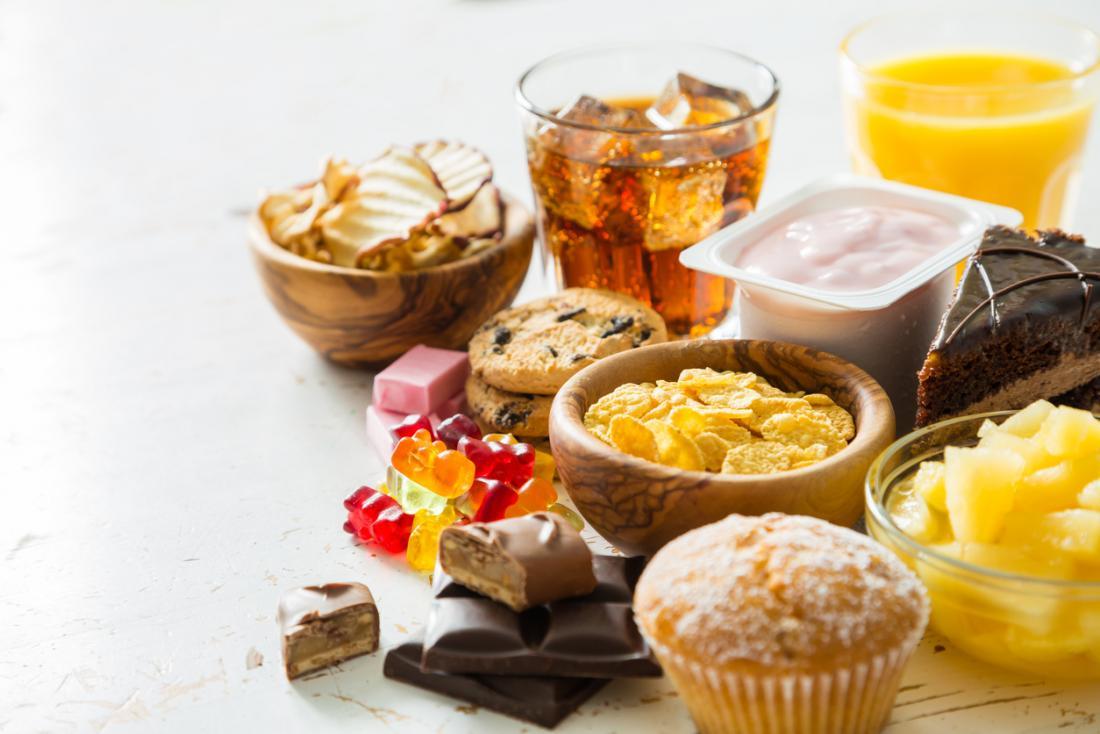 Auswahl an zuckerhaltigen Speisen und Getränken