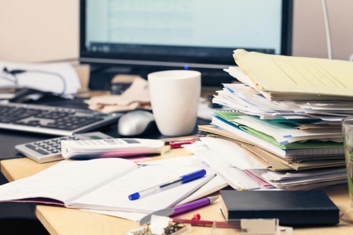 Неорганизирано и разхвърляно бюро