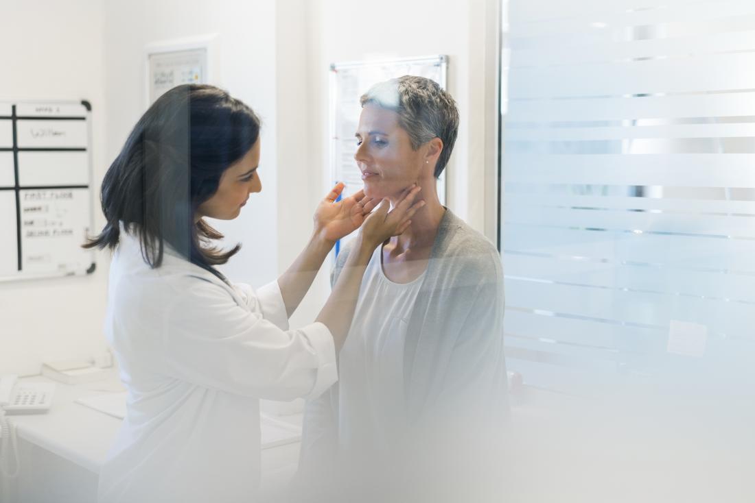 gânglios linfáticos sendo sentida pelo médico