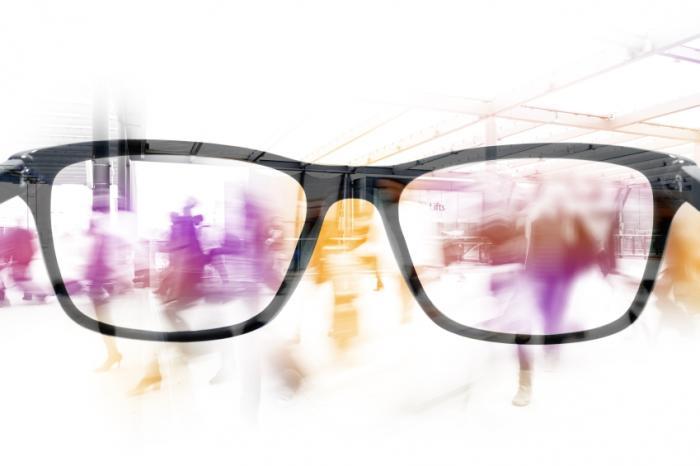 Размазано виждане и очила.