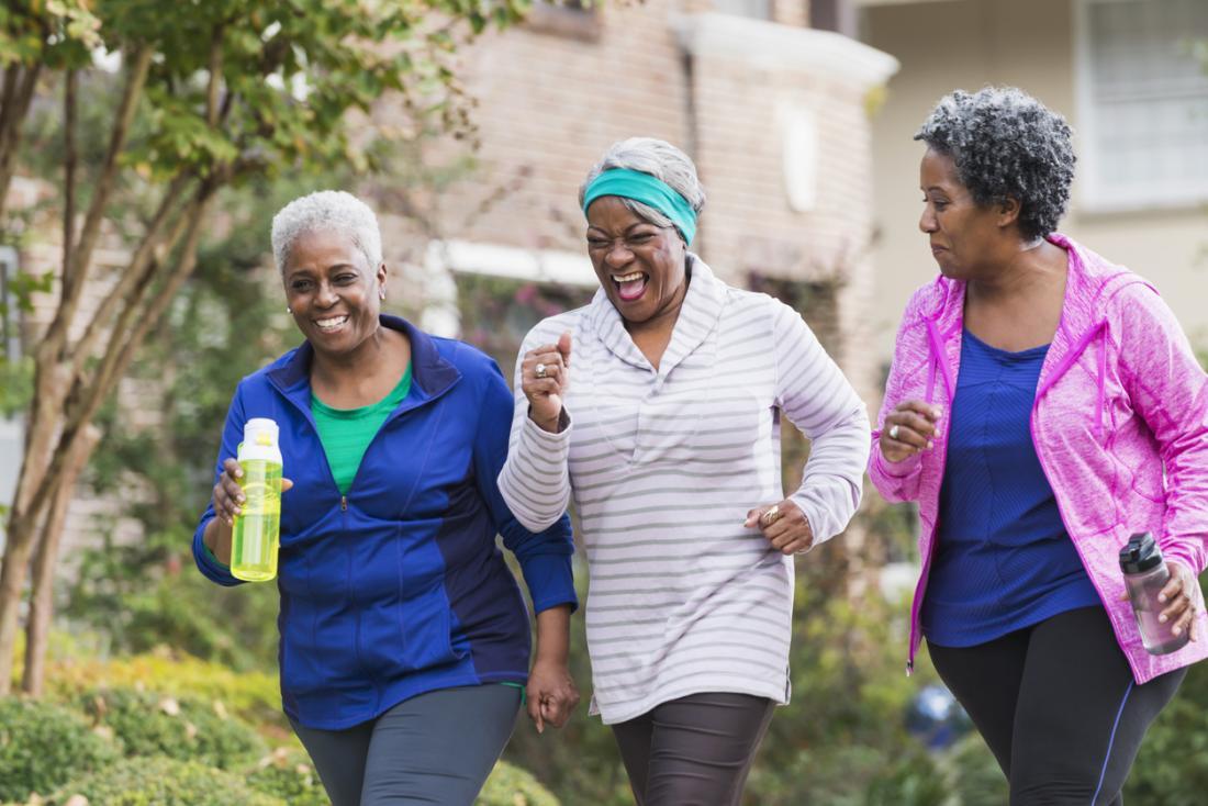 ältere Damen trainieren