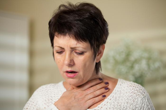 femme qui lutte pour respirer la MPOC