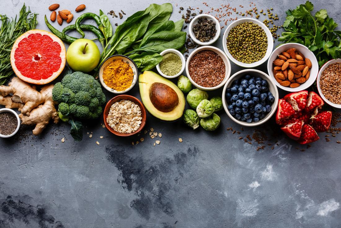 divers fruits et légumes considérés comme propres