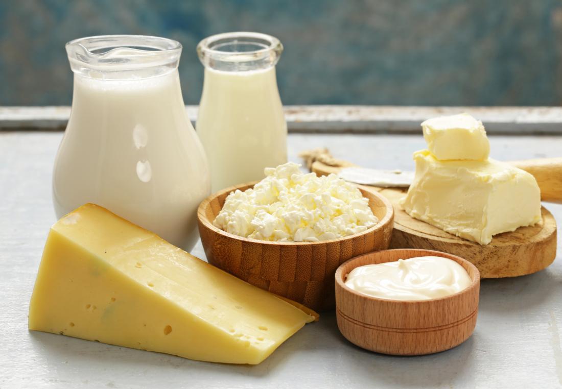 Vários produtos lácteos para evitar a dieta IBS, incluindo queijo, leite, creme e manteiga.