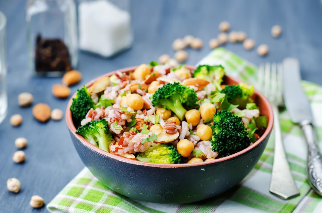 нахут и салата от зеленчукови салати.