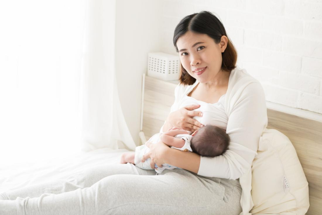 母乳育ての母親
