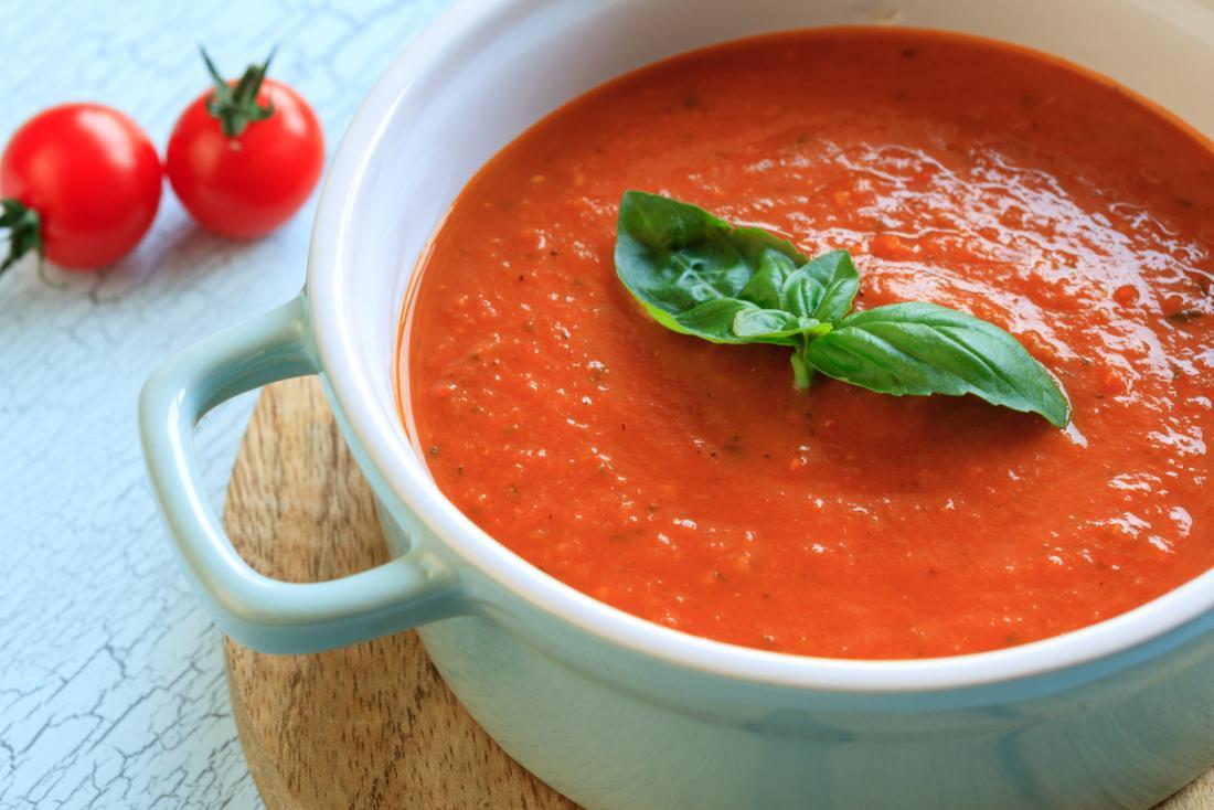 まれな食事のためのトマトスープ