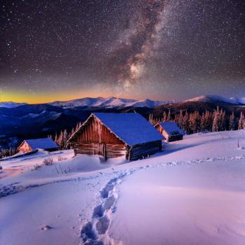 [Cabane dans la neige la nuit]