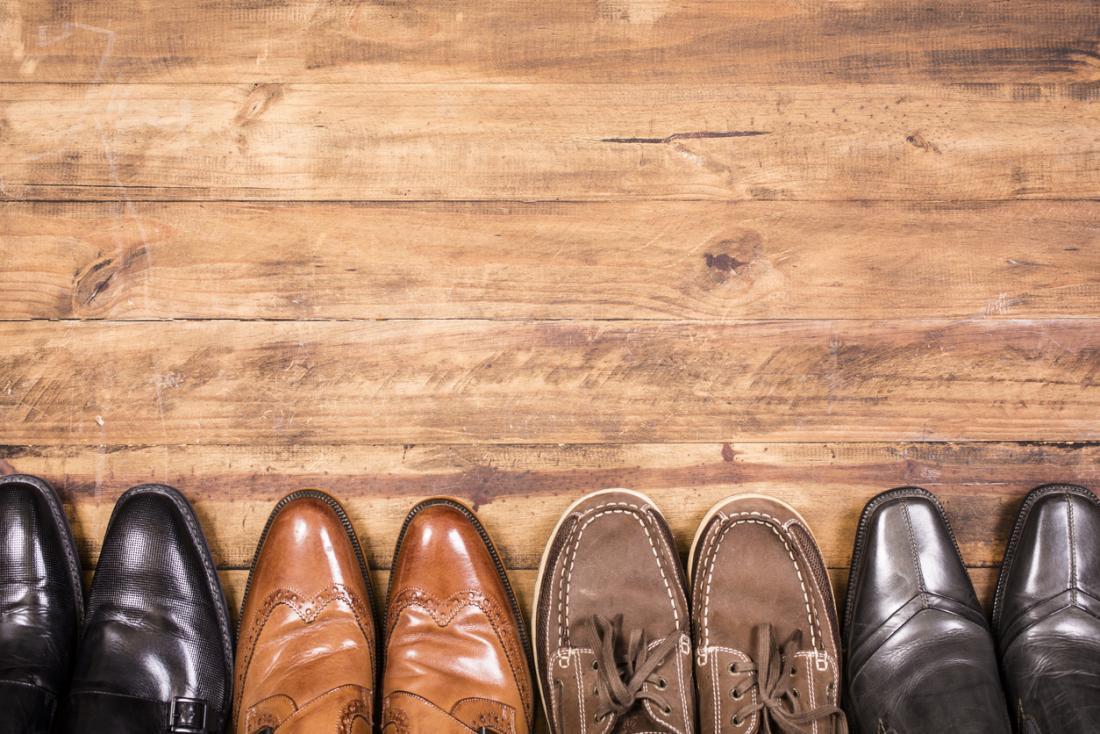 Vielzahl von Herrenschuhen - heißer Fuß