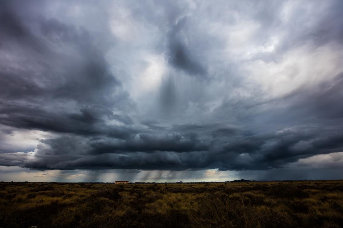Sistemas de tempestades podem afetar dores de cabeça por pressão barométrica