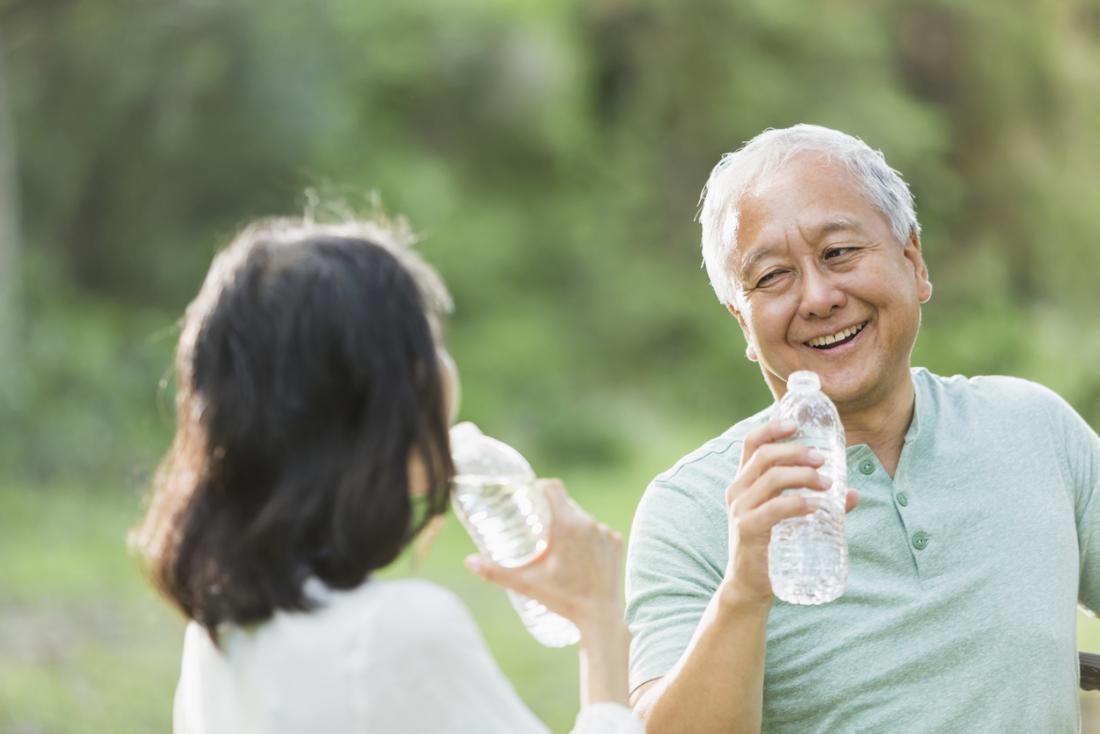 Nước uống dành cho người lớn Châu Á lớn tuổi hơn
