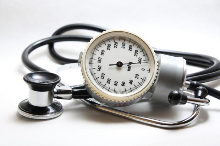 Medidor de pressão arterial e estetoscópio