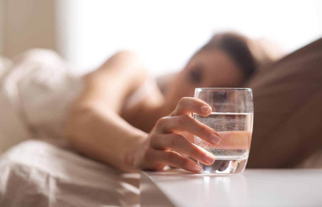ベッドの飲料水
