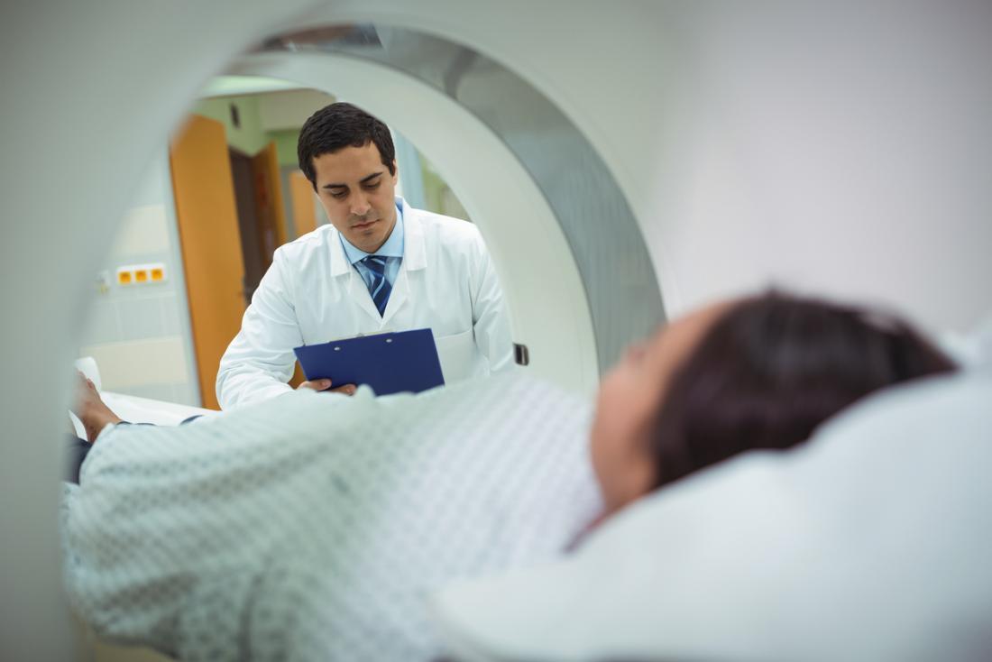 Les tomodensitogrammes ne doivent être effectués que lorsque cela est nécessaire, car ils exposent une personne à plus de radiations que d'habitude dans la vie de tous les jours.