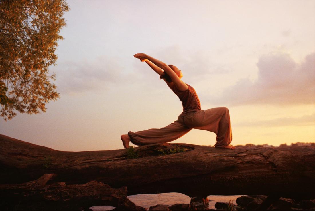 Obere gekreuzte Syndrom Krieger Pose Yoga
