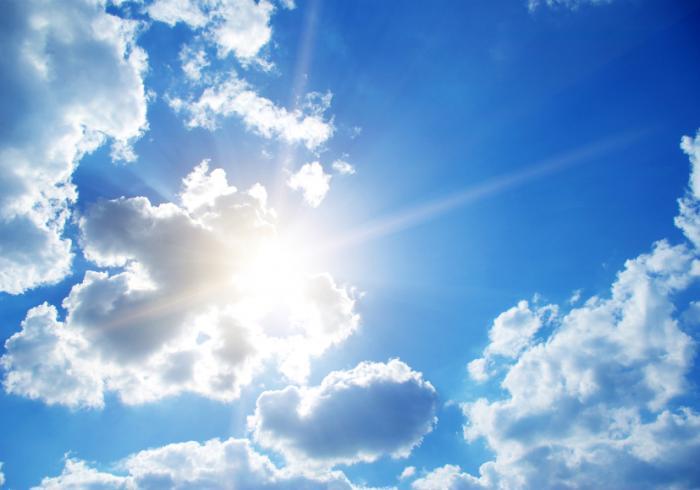 [sole attraverso la nuvola leggera]