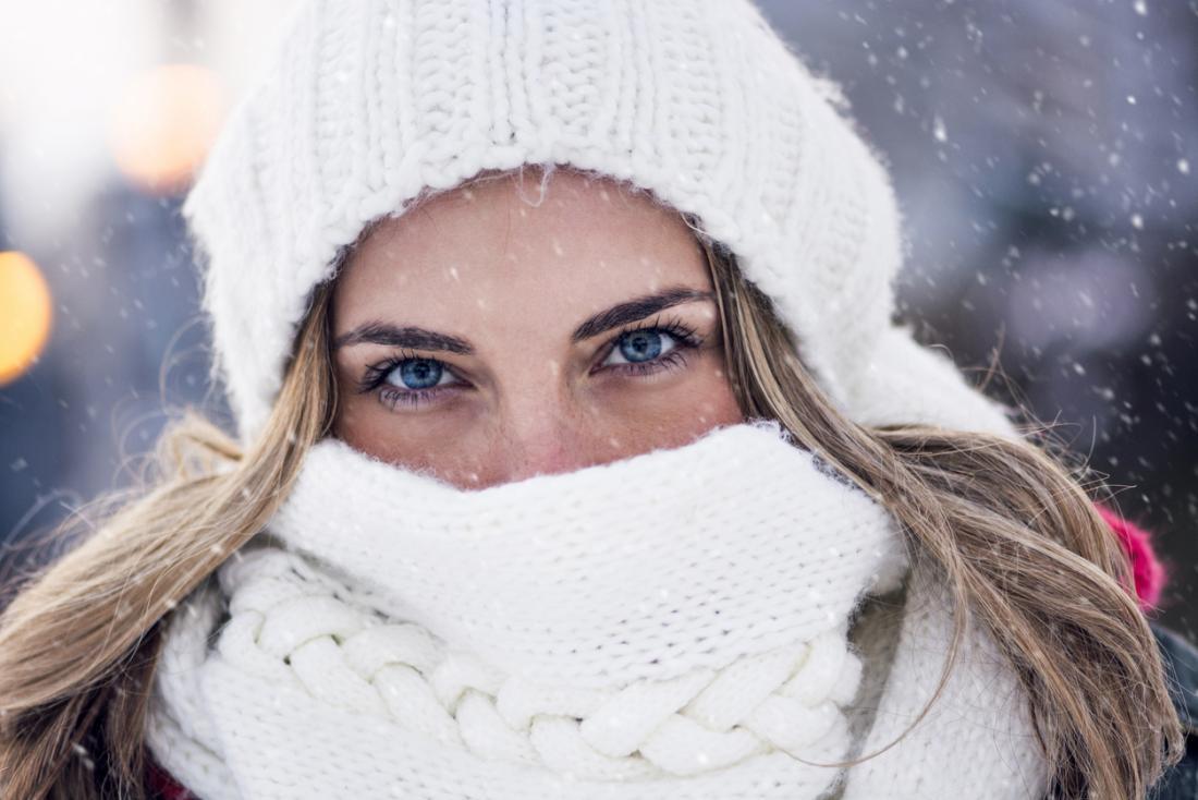 La donna si sente fredda