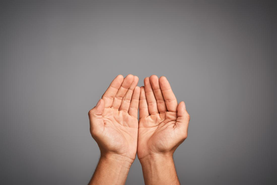 Ręce cupped razem pokazując palmy reprezentujących ciepłe ręce.