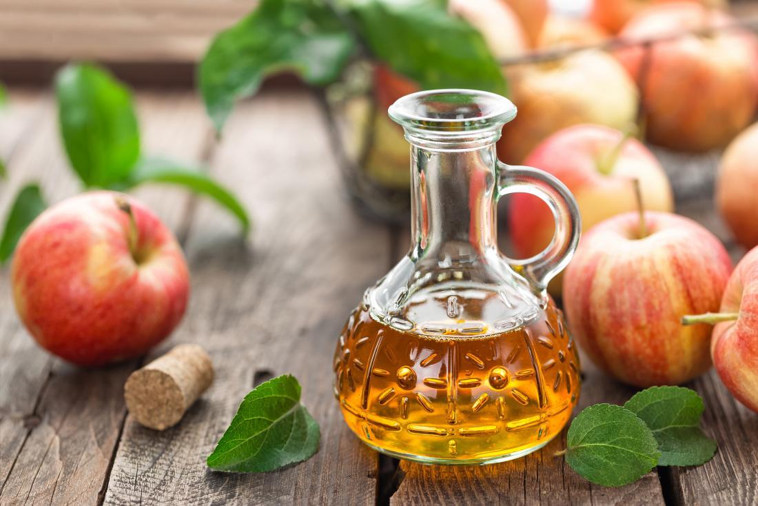 リンゴサイダー酢とリンゴ