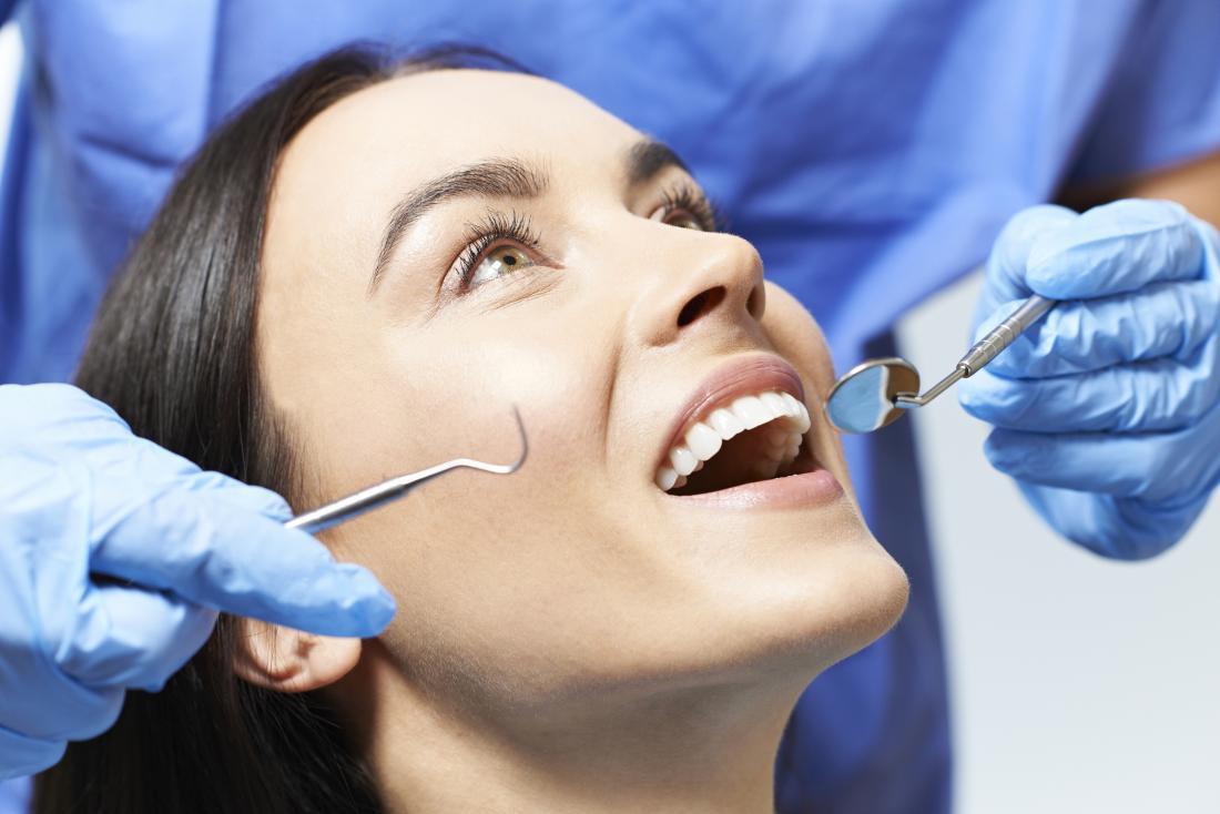 Diagnostizieren von weißen Flecken auf Zahnfleisch