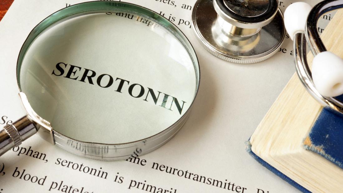 từ serotonin với kính lúp trên đó
