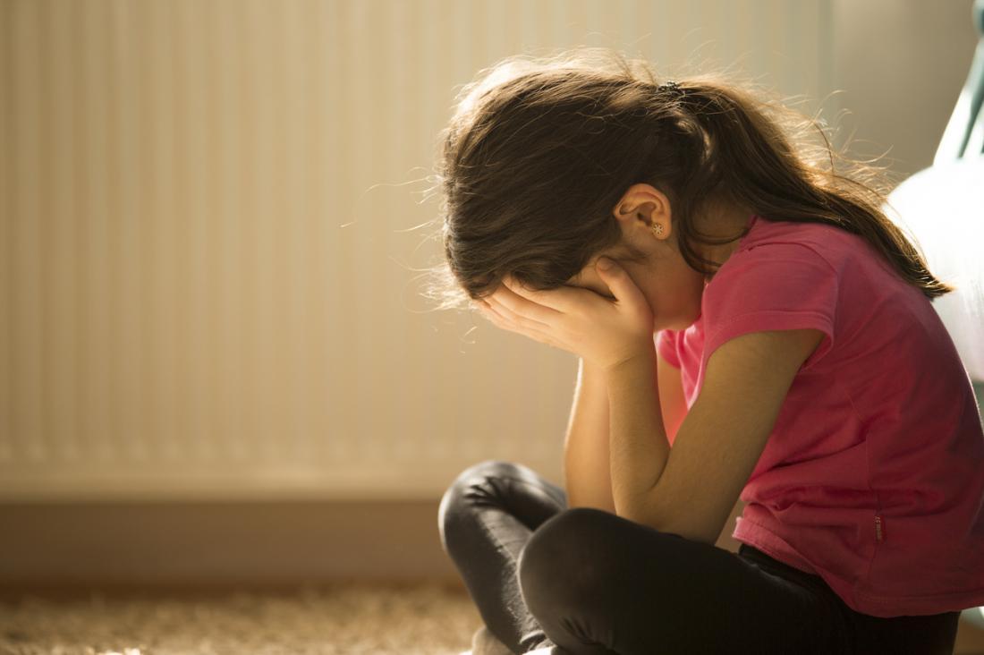 Enfant bouleversé et déprimé.
