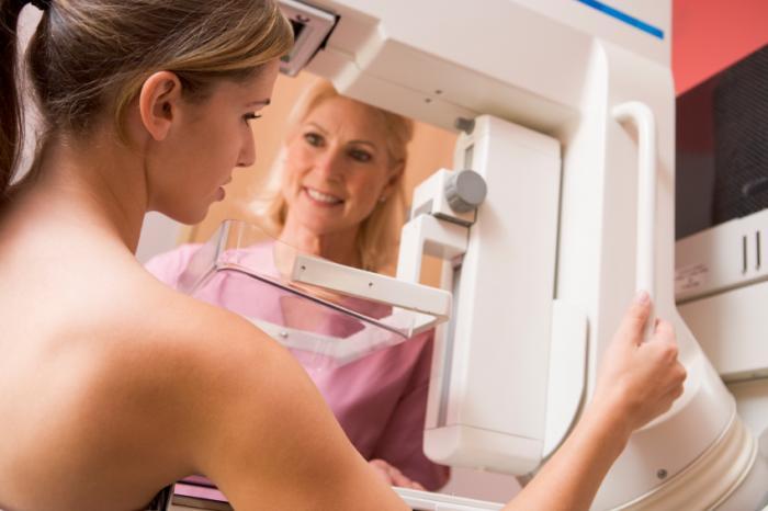 người phụ nữ có chụp quang tuyến vú