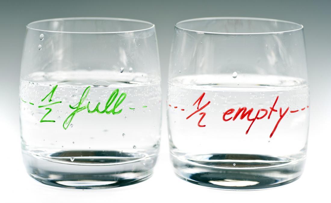 szklanka do połowy pusta i do połowy pełna