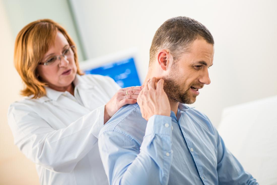 Analizowanie pacjenta pod kątem czarnej szyi