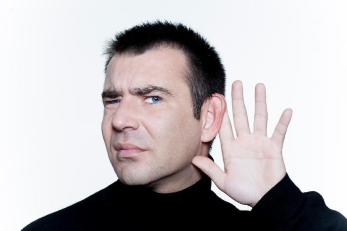 難聴の男性