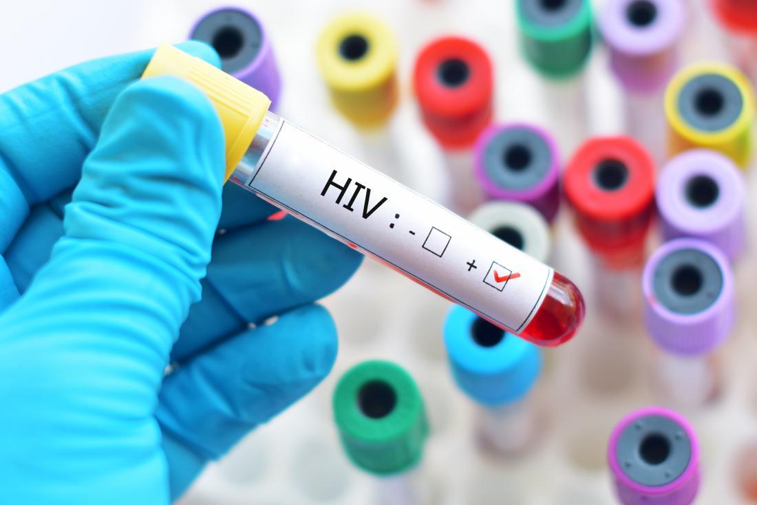 échantillon de sang dans le tube à essai