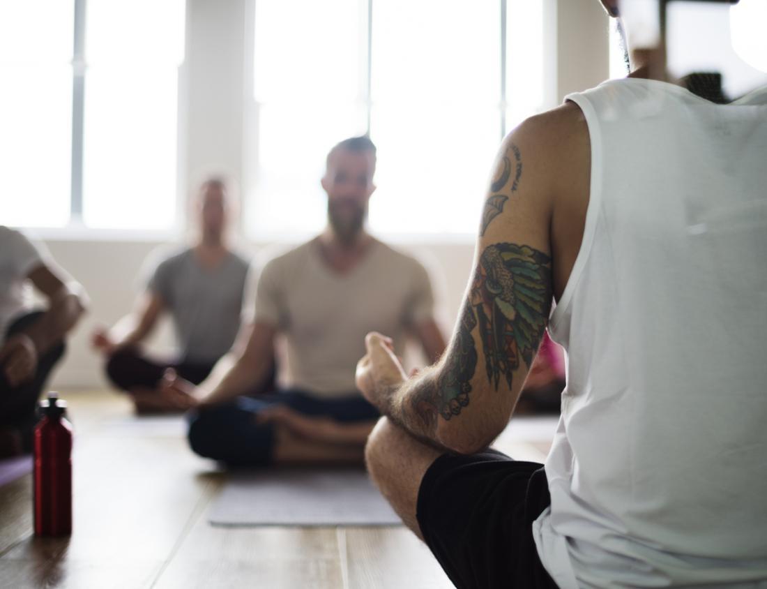 người trong lớp học yoga