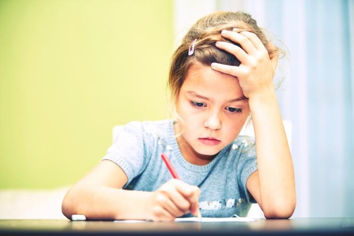 Ödev yapmak bir çocuk