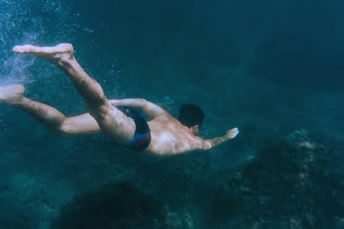 Freediver unter Wasser