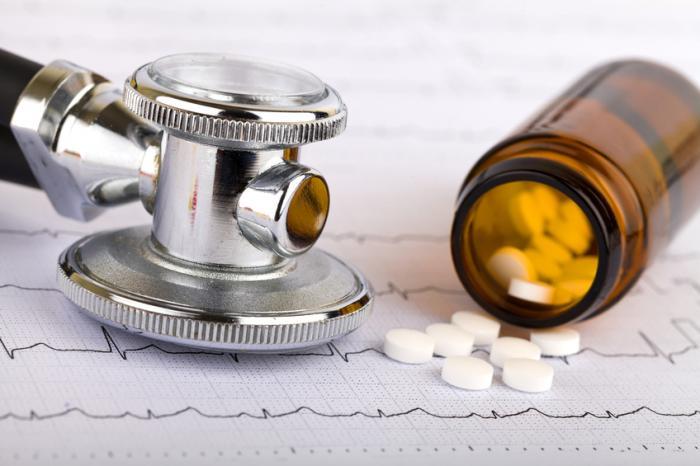 [Medicação anti-hipertensiva e cardio-gráfico]