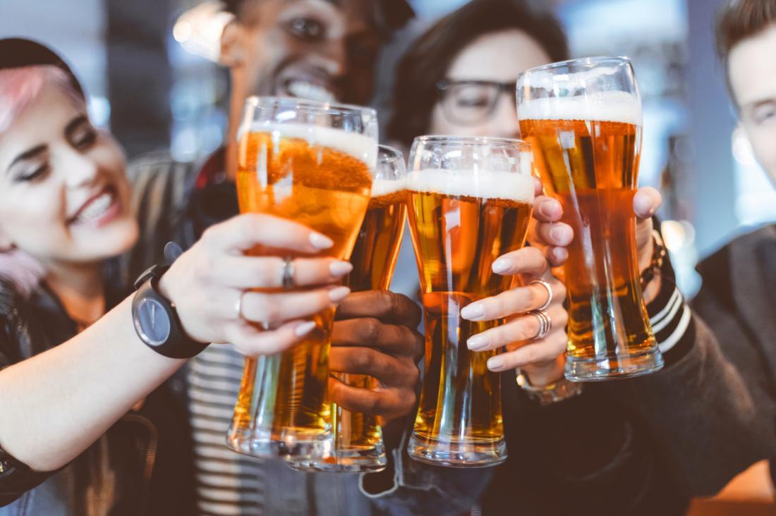 Binge trinkende Studenten