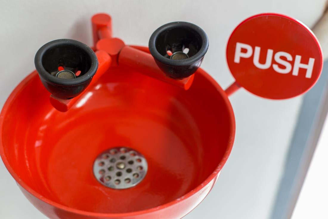 Une station de lavage oculaire pour rincer vos yeux