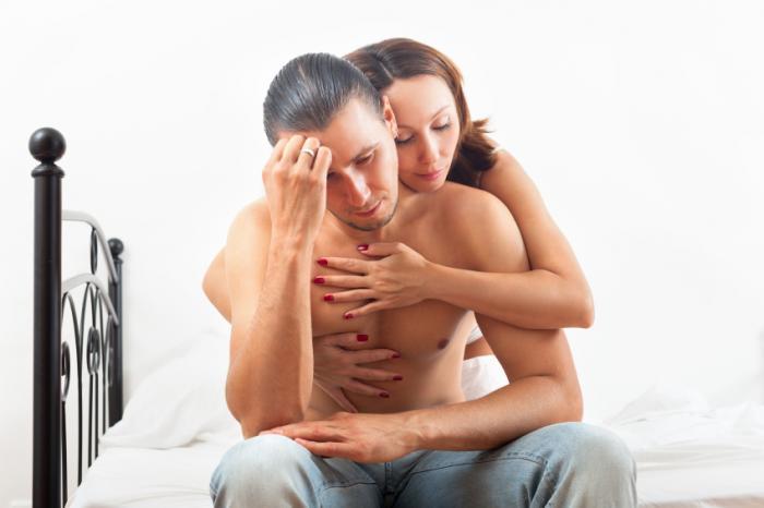 [Người đàn ông được an ủi bởi người phụ nữ]