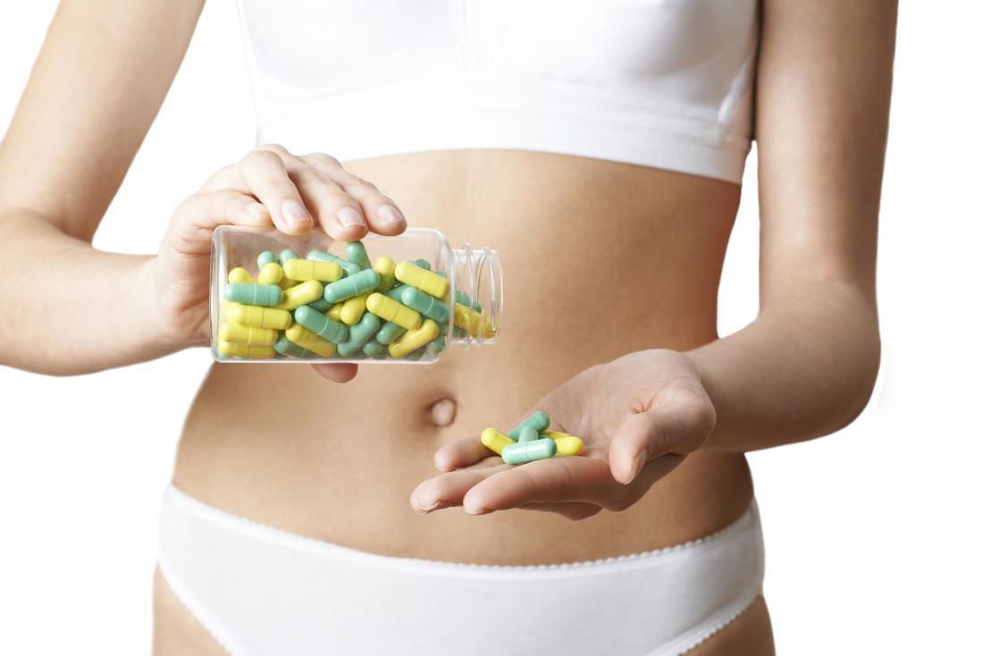 người phụ nữ với thuốc dạ dày