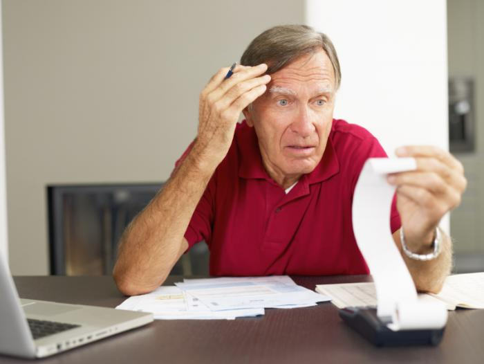 Một người đàn ông lớn tuổi căng thẳng