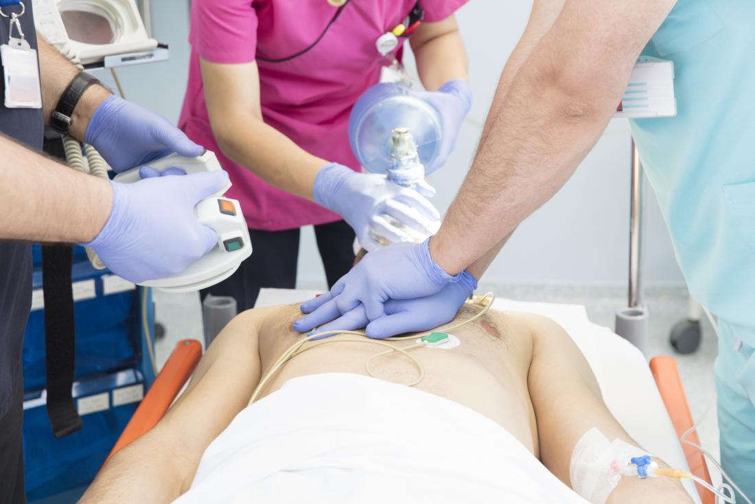 酸素療法は、すべてのタイプの心臓発作の治療として投与することができる
