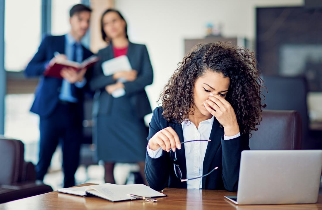 estresse no trabalho pode contribuir para o nariz frio