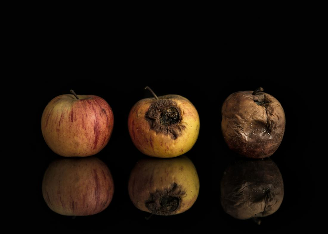 foto do conceito de maçã podre